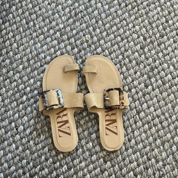 ✨✨Zara Beige Sandals Sz 37✨✨